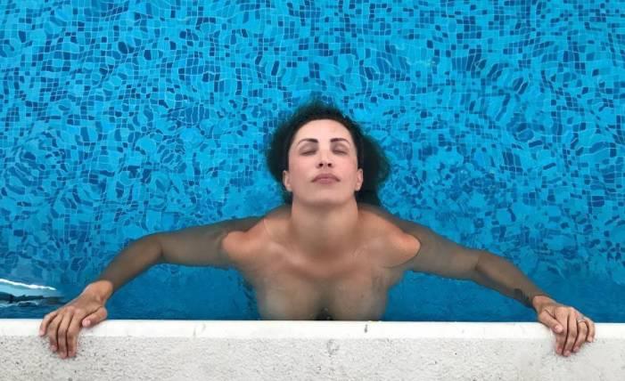 Lana Mihić u toplesu šokirala svoje prijateljice: 'Što ti je?'