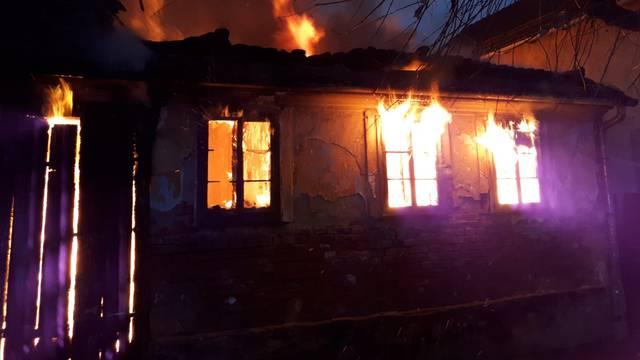Izgorjela kuća, bakica se spasila