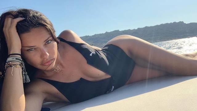 Otkopčala kupaći i pozirala bez šminke: 'Lima se hvali linijom'