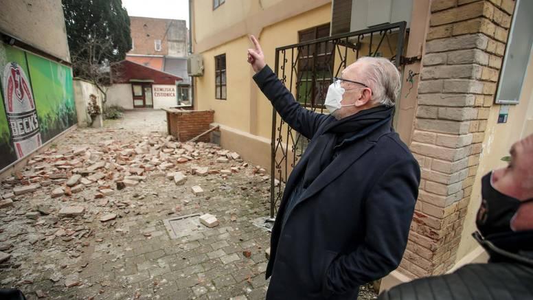 'Oštećene su sve zgrade bolnice, pali su crjepovi, pukle cijevi...'