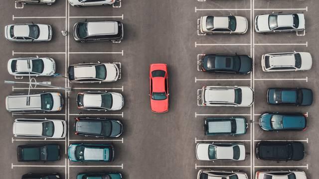 Kako smanjiti gužve na cestama i mukotrpno traženje parkinga?