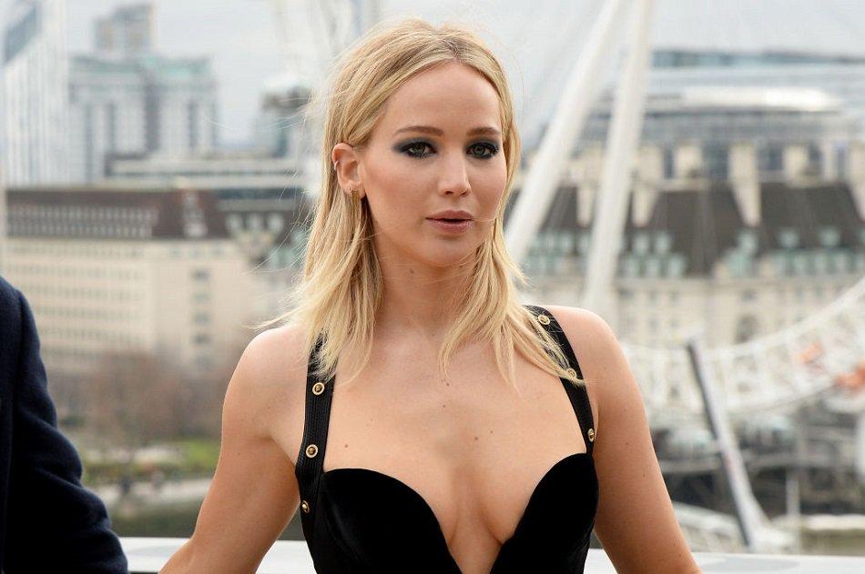 Jennifer Lawrence odgovorila kritičarima njene crne haljine