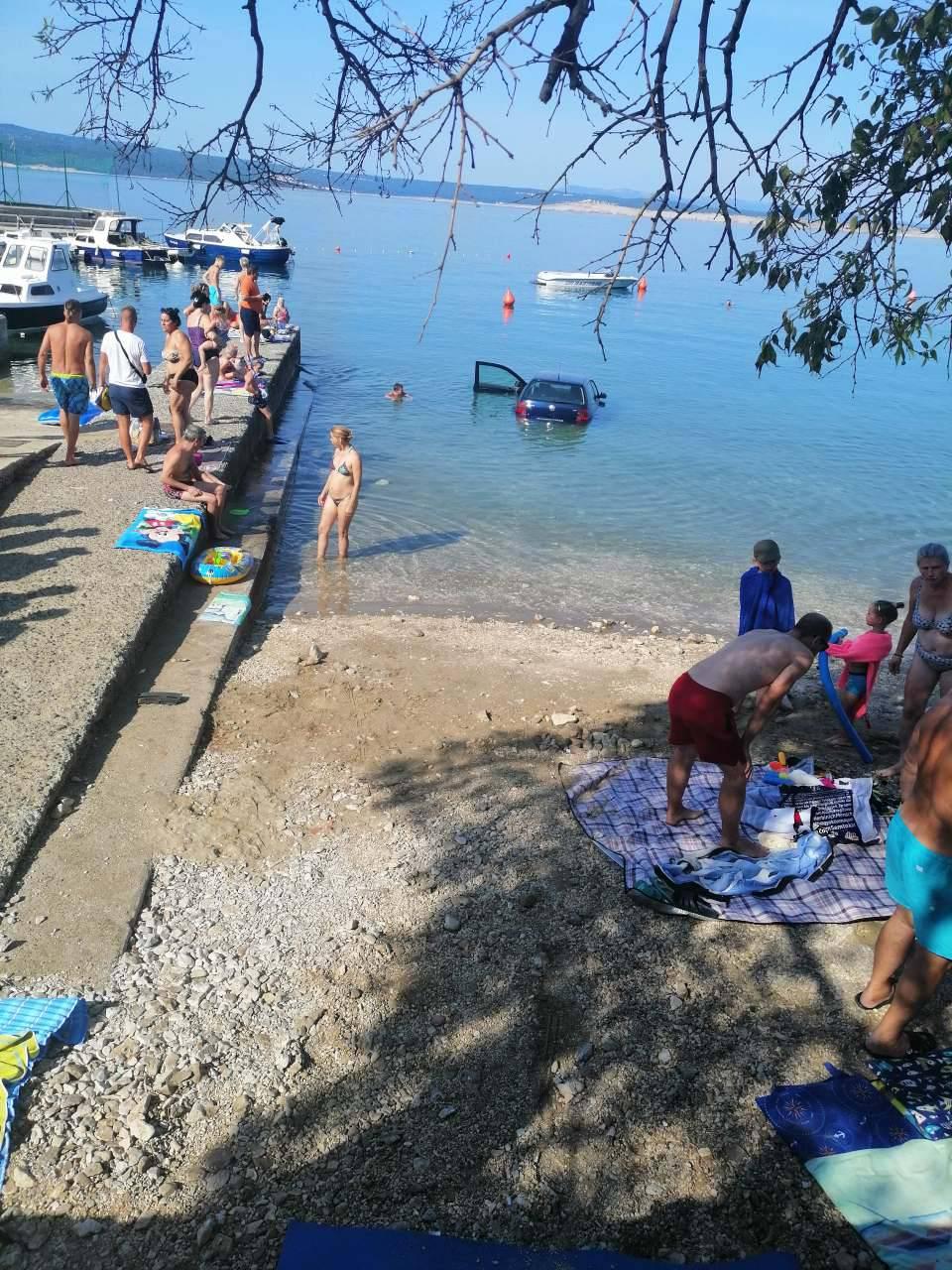 'Umjesto kočnice stisnuo gas': Proletio pored kupača u more