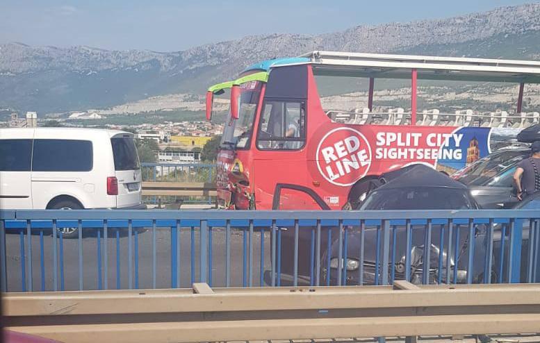 Velike gužve u Splitu: U sudaru busa i dva auta jedan ozlijeđen