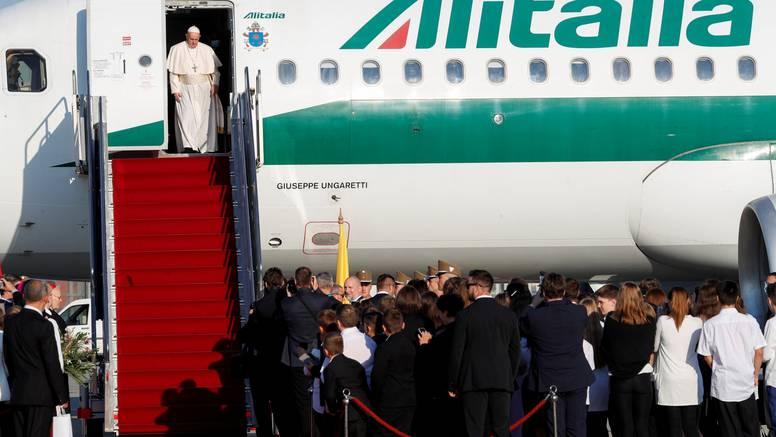 Papa stigao u Mađarsku, ali će se zadržati samo 7 sati. Planira   30 minuta pričati s Orbanom...