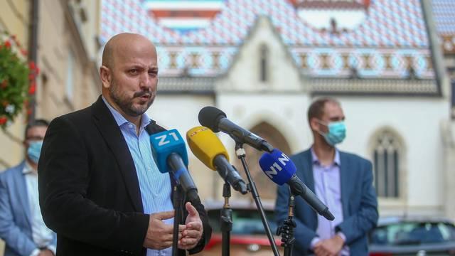 Zagreb: Gordan Maras održao konferenciju  ispred Gradske skupštine