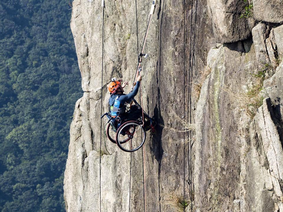 Popeo se na vrh planine nakon nesreće u kojoj je ostao invalid