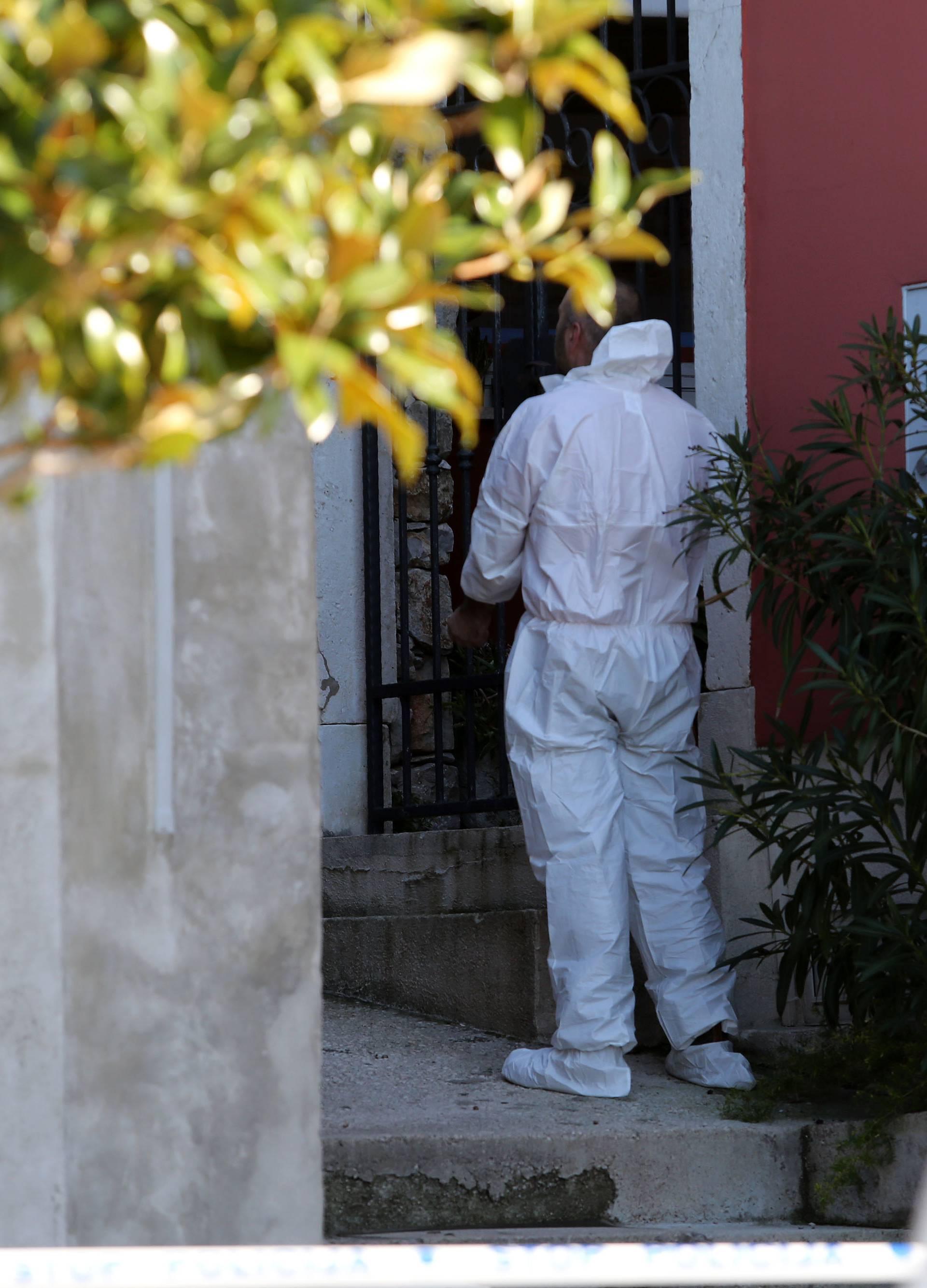 Mali Lošinj: Policijski očevid u kući gdje je ubijena ženska osoba