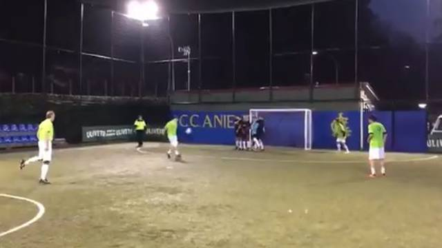 Totti je kralj i malog nogometa: Lobao je živi zid i golmana...