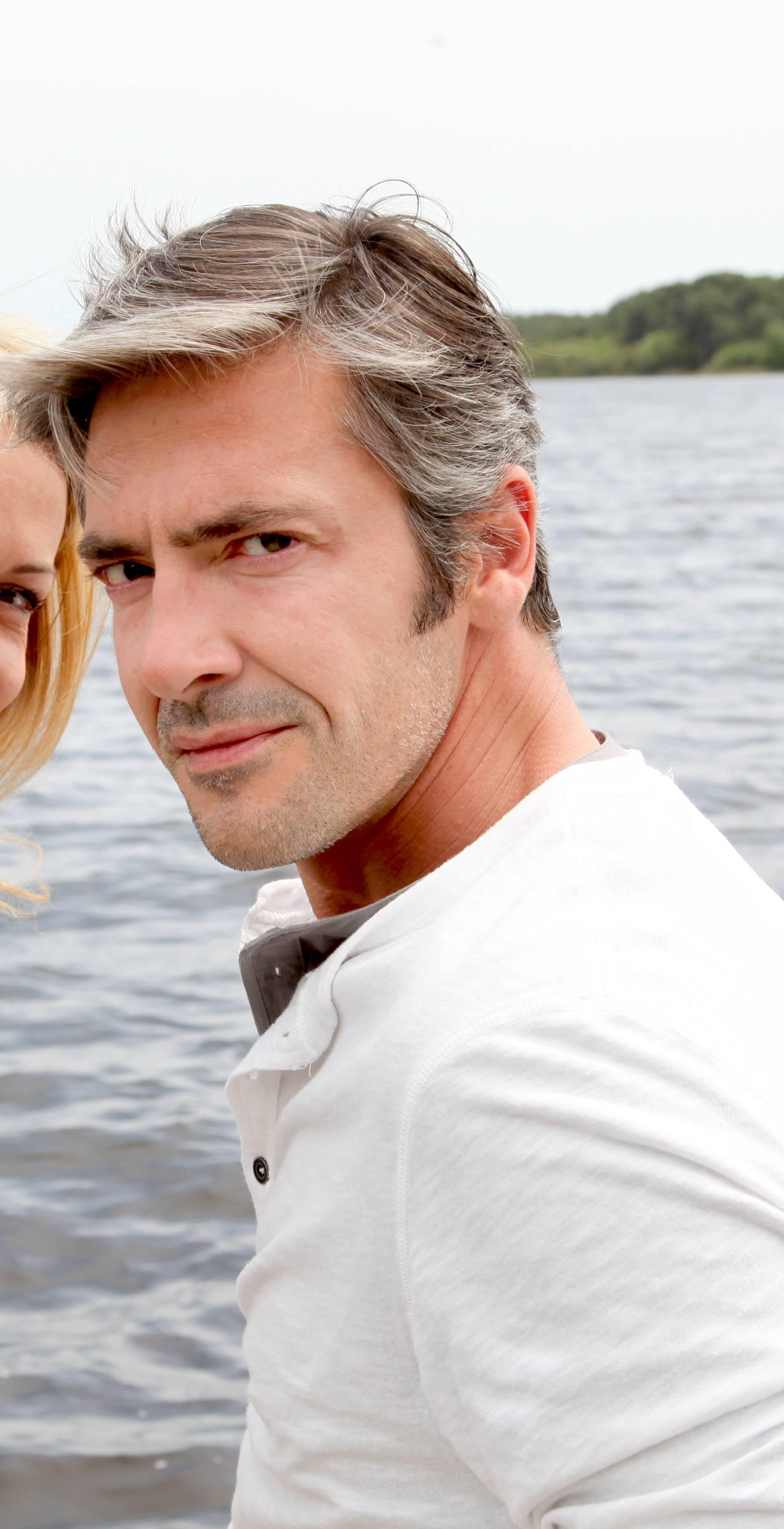Pretjerano se vežu uz partnera: Stil ljubavi koja u korijenu ima manjak roditeljske privrženosti