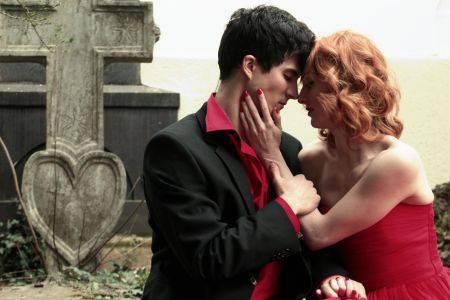 Nedavno udana Vanda Winter, u zagrljaju junaka - Dylan Doga