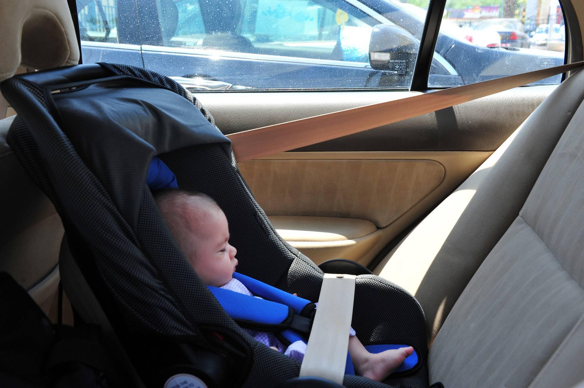 Ne ostavljajte djecu ni ljubimce u automobilu! Za koliko minuta vrućina u vozilu znači smrt?