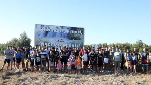 Prosvjed mještana u Lozovcu zbog zabrane kupanja u NP Krka