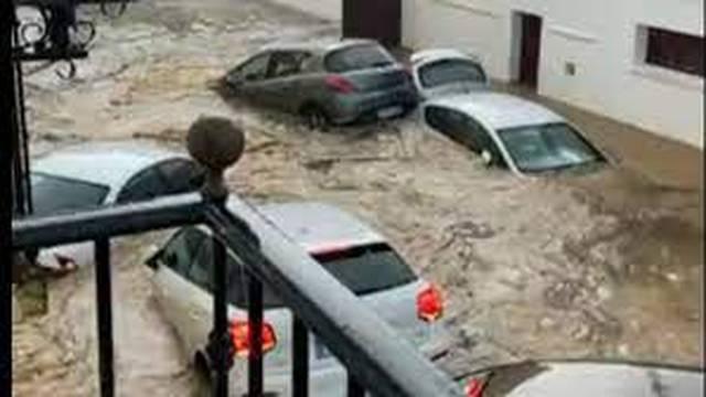 VIDEO: Španjolsku pogodile poplave, auti plutaju, voda je ušla u kuće i trgovačke centre