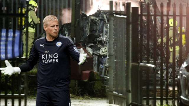 Golman Leicestera plakao nad ostacima srušenog helikoptera