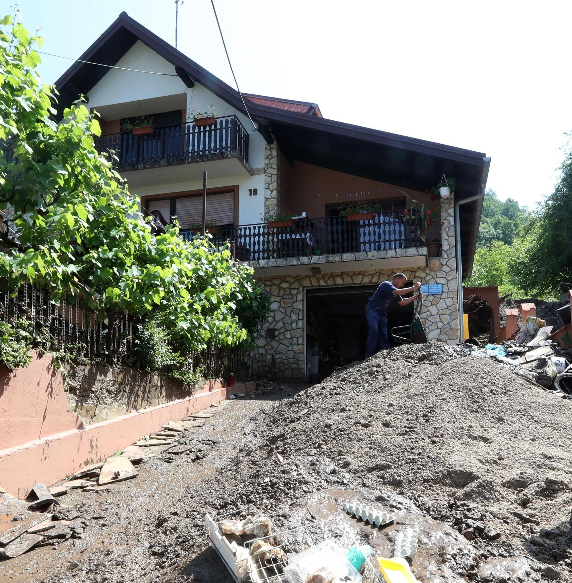 Brdo im ušlo u kuću: 'Strašno, kuća nam je bila puna šljunka'
