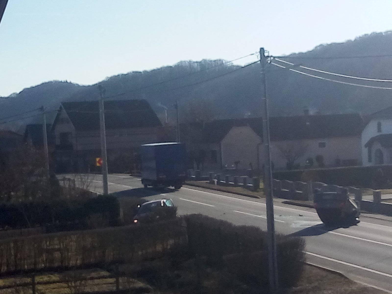 Vozilo završilo na krovu, a vozačicu su prevezli u bolnicu