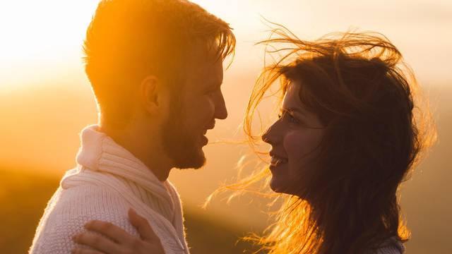Kada je pravo vrijeme da  prvi put partneru  kažete 'volim te'?