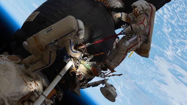 Astronauti u svemirskoj šetnji: Pripremaju ISS za novi modul