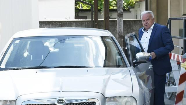 Dumbović se vozi limuzinom, ali tog automobila nema u kartici