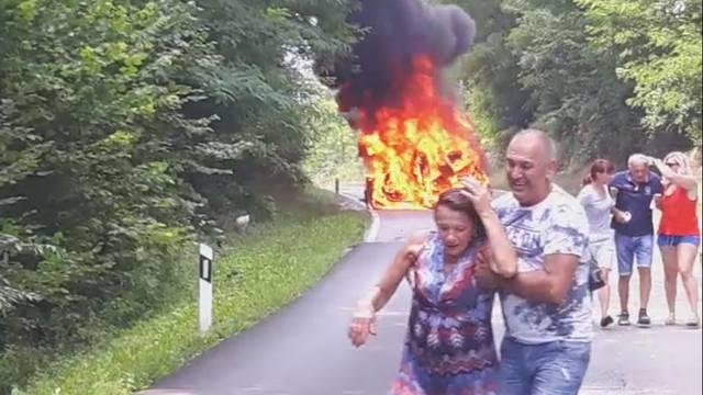 Minute užasa: U zadnji tren ih izvukli iz gorućeg automobila