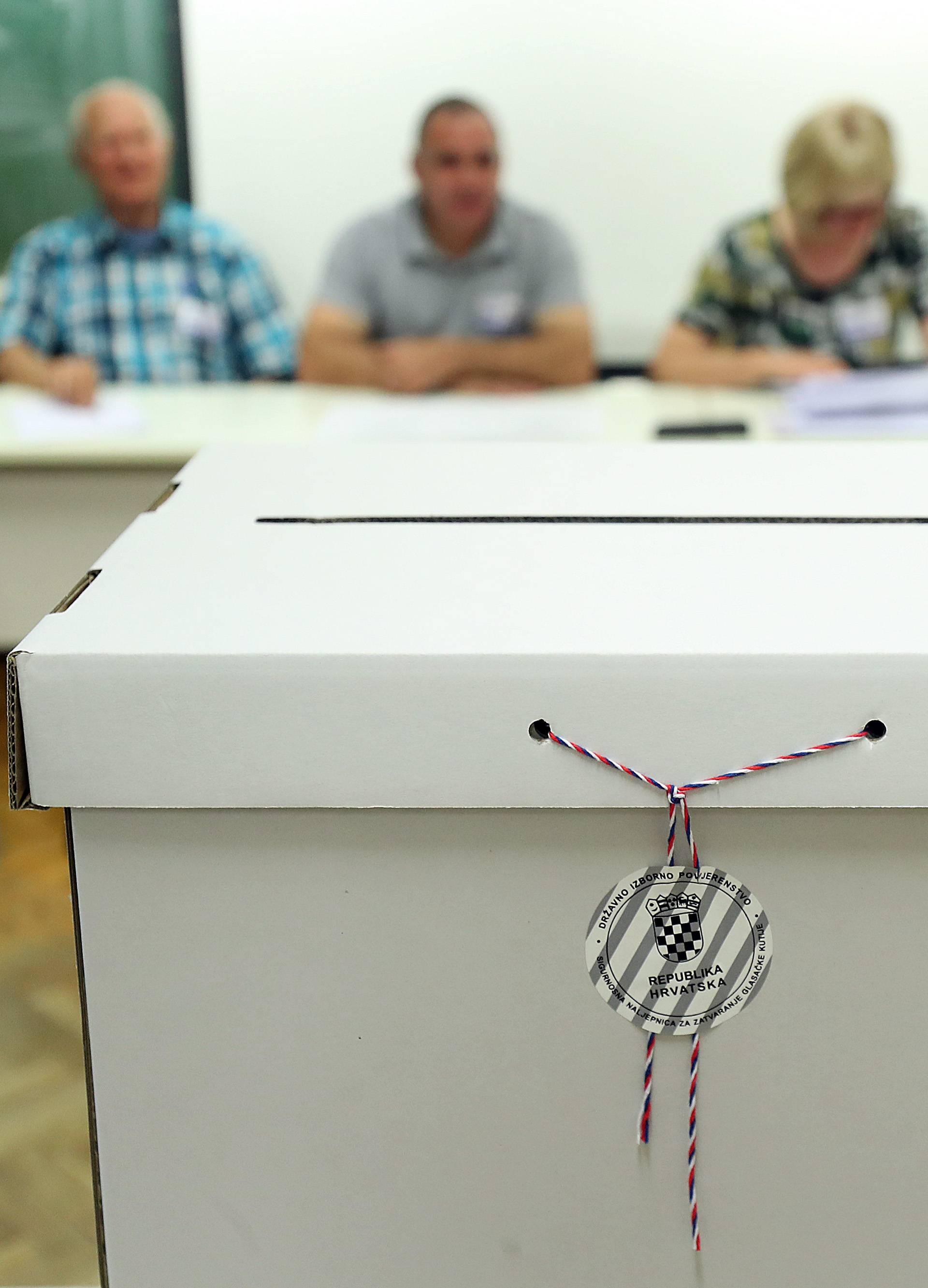 Tek par nepravilnosti: Načelnik nagovarao za koga da se glasa