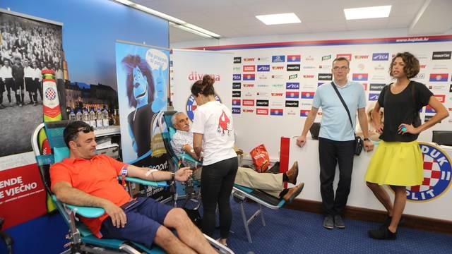 Željko Kopić i igrači Hajduka su podržali akciju darivanja krvi...