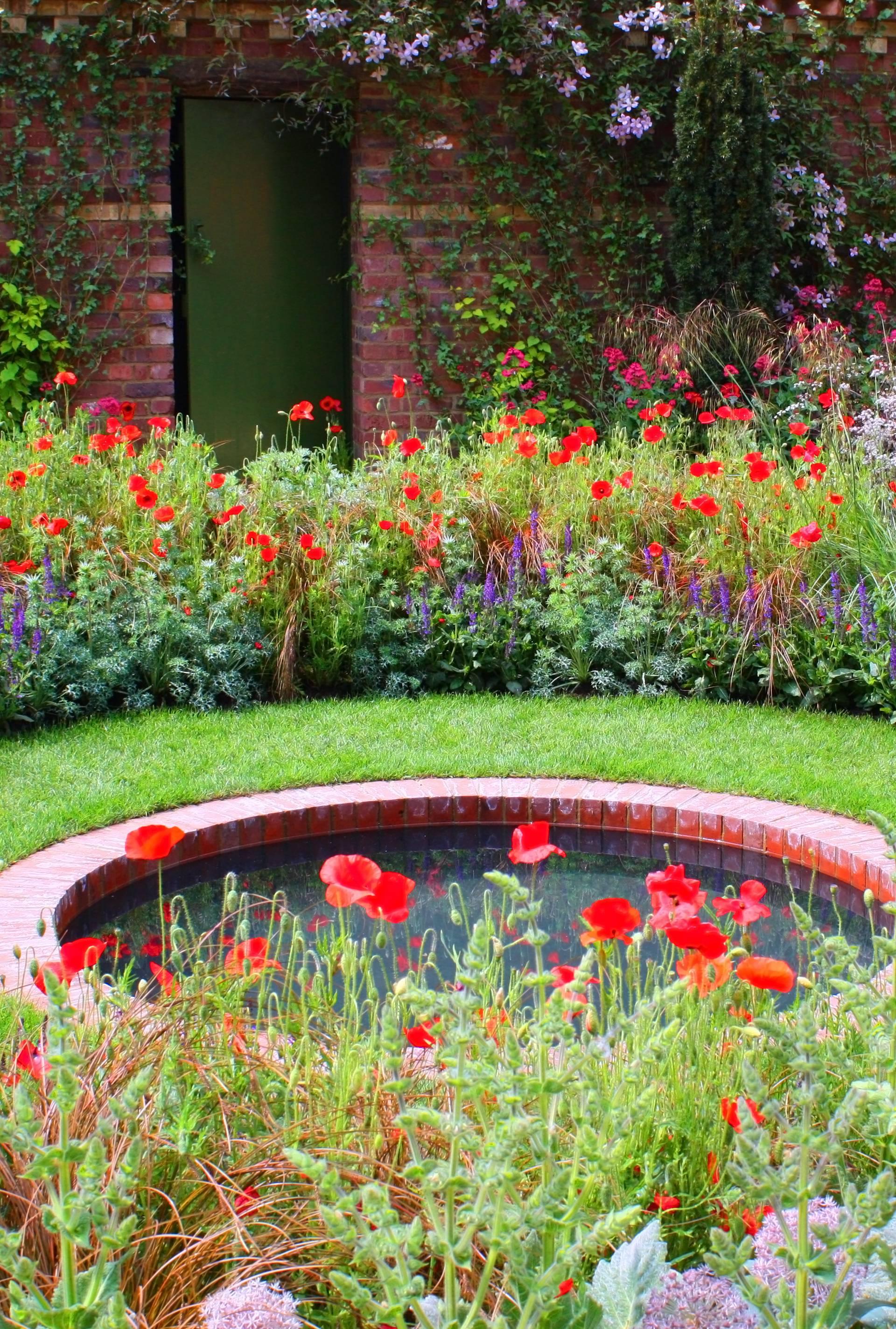 Vaš vrt je dosadan? Napravite si maleno jezerce, sve će oživjeti