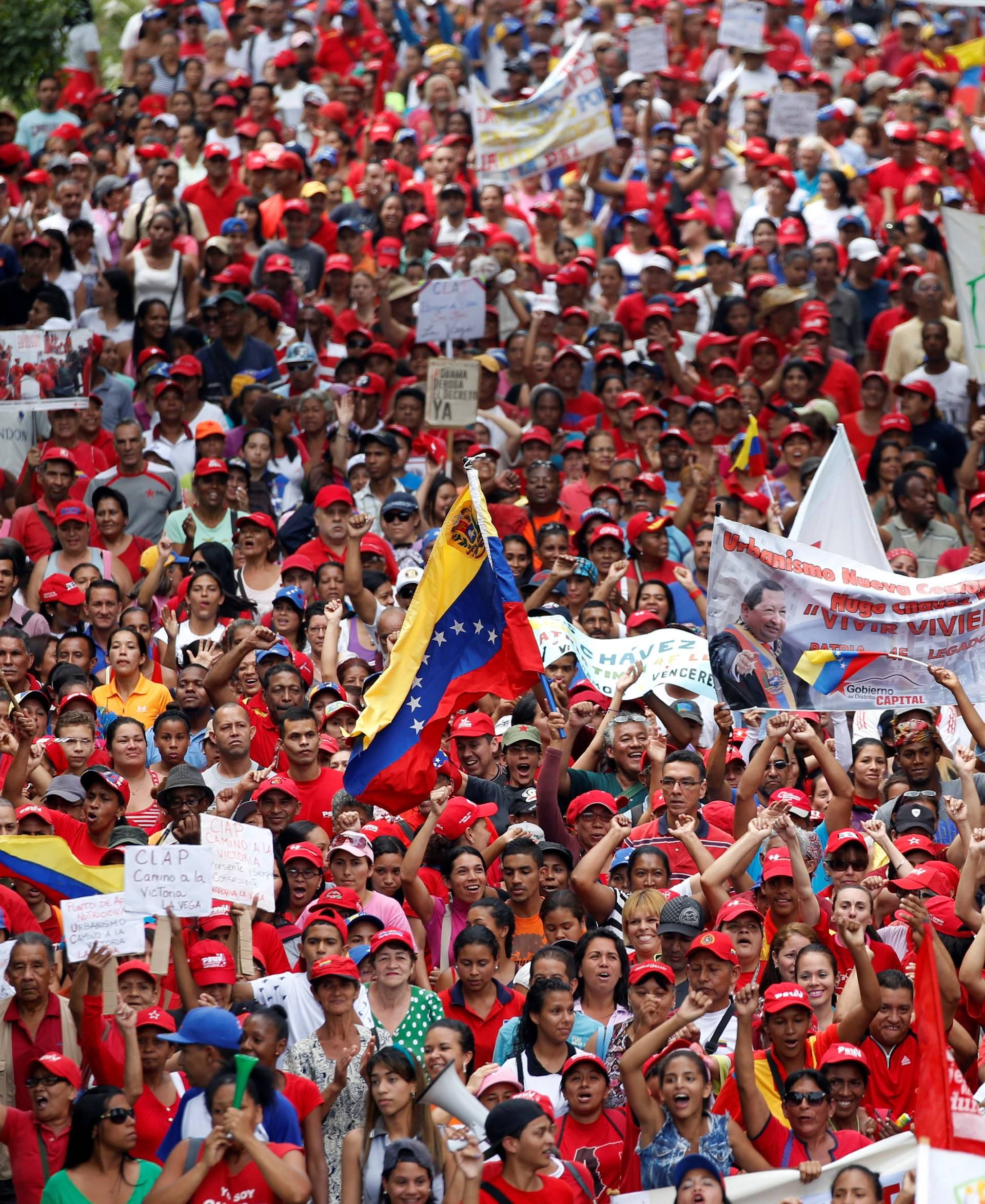 """Supporters of Venezuela's President Nicolas Maduro demonstrate in response to the opposition during so-called """"mother of all marches"""" against Venezuela's President Maduro in Caracas"""