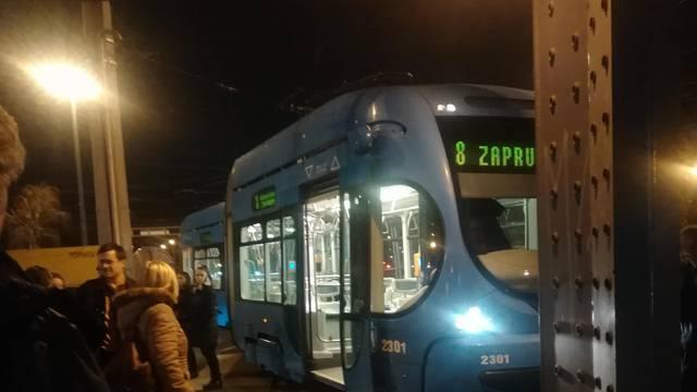 Tramvaj je iskočio iz tračnica: Promet blokiran, velike kolone