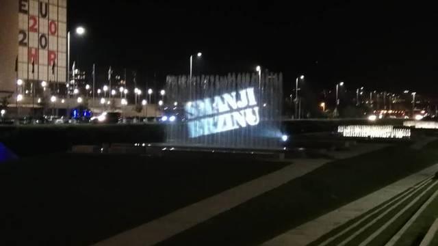 Policija uoči Martinja projicirala poruke na fontane u Zagrebu