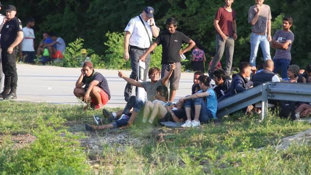 Blizu Nove Gradiške policija uhvatila 18 ilegalnih migranata
