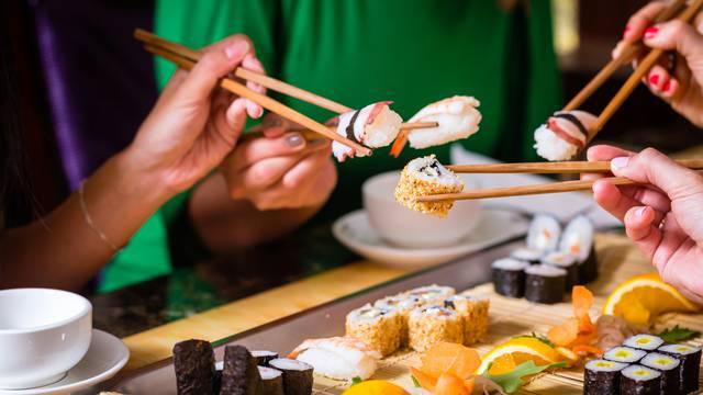 Mora da su bili jako gladni... Mijenjali su ime u 'Losos' samo da besplatno dobiju sushi
