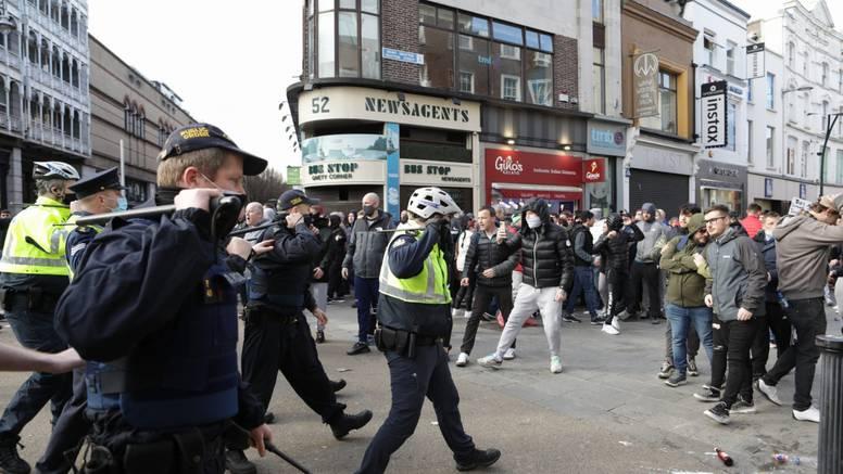 Prosvjedi u Dublinu: Stotine građana protivi se mjerama