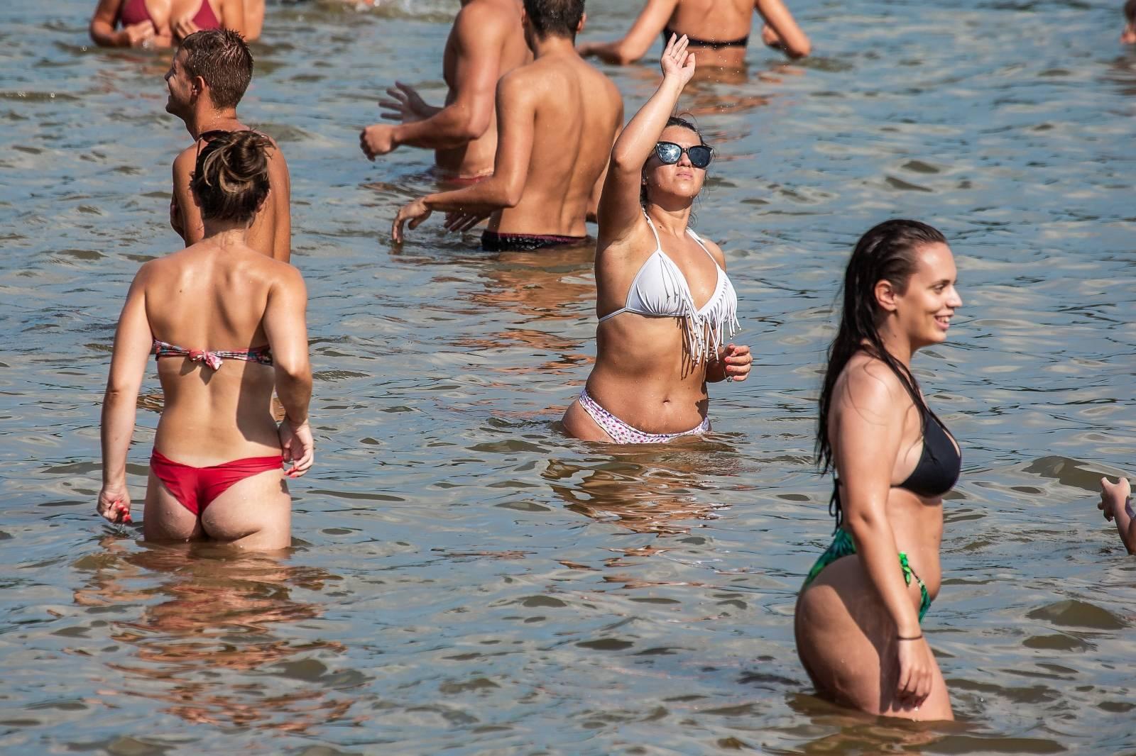 Osječka Copacabana prepuna posjetitelja željnih osvježenja od vrućine