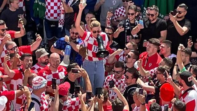 Blanka Vlašić vodila navijanje usred Danske: 'Proradile su emocije, neka bilo tko zabije!'
