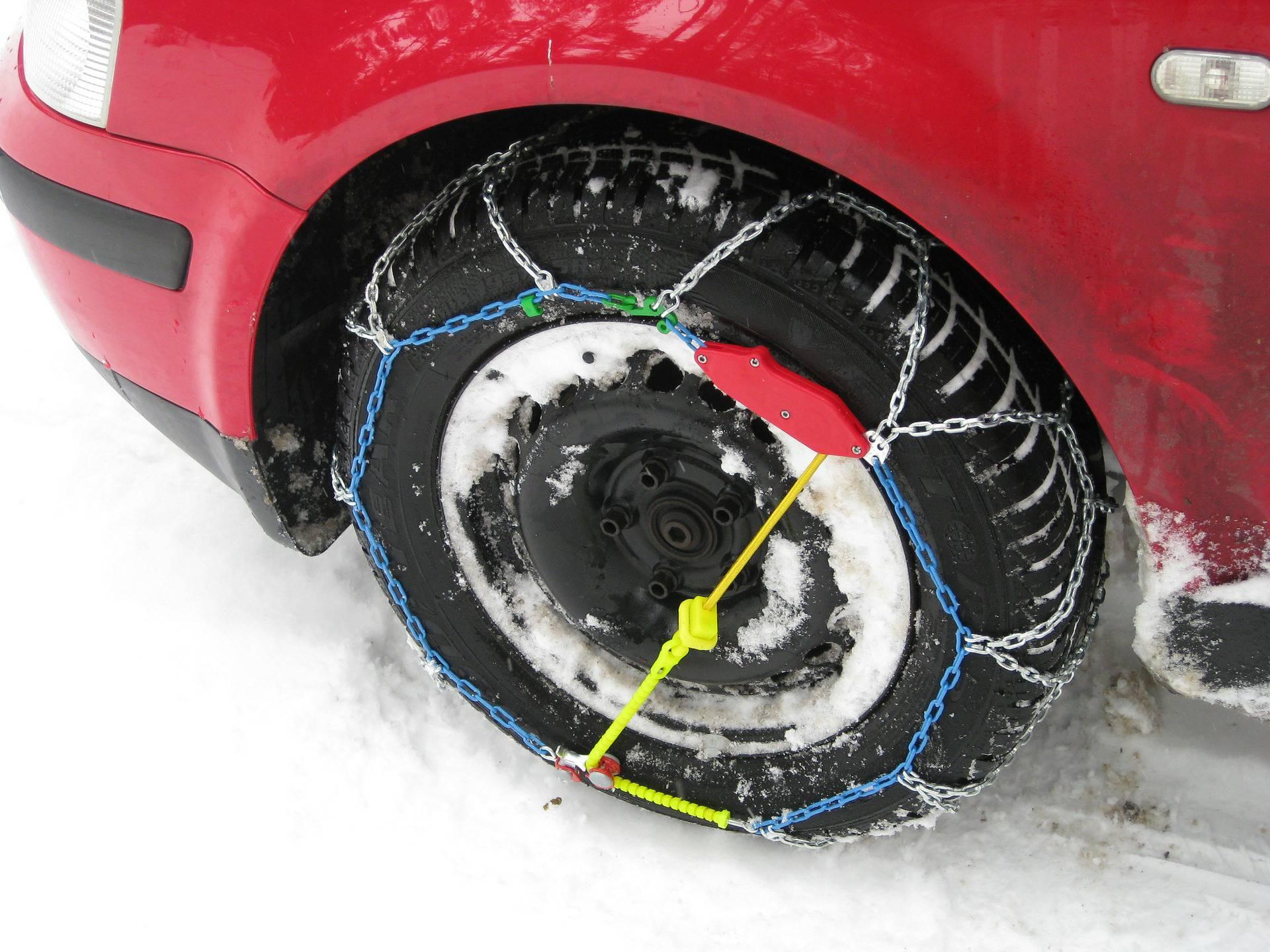 Kako se stavljaju lanci i kada ih uopće treba staviti na kotače?