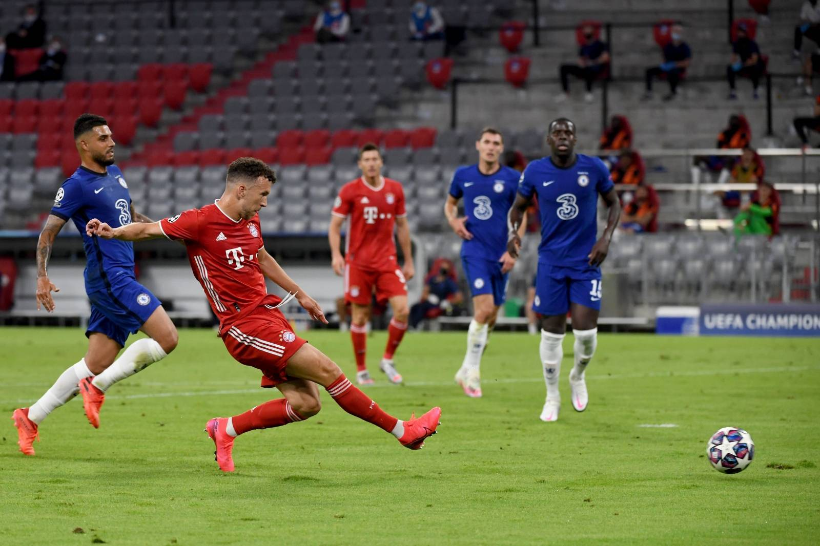 Bayern Munich v Chelsea - UEFA Champions League - Round of Sixteen - Second Leg - Allianz Arena