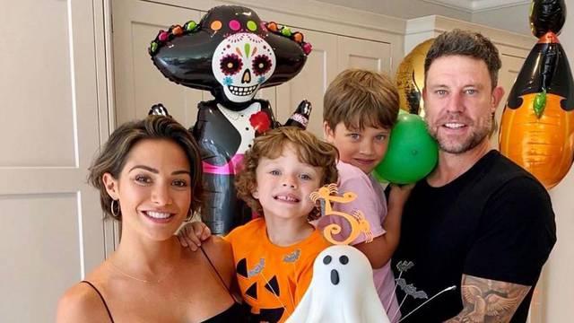 Supruga bivšeg nogometaša želi imati još jedno dijete, on joj rekao: 'Selim se ako zatrudniš'