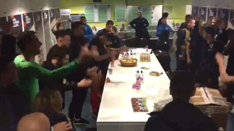 Svlačionica je gorjela! 'Vatreni' su pjesmom proslavili pobjedu