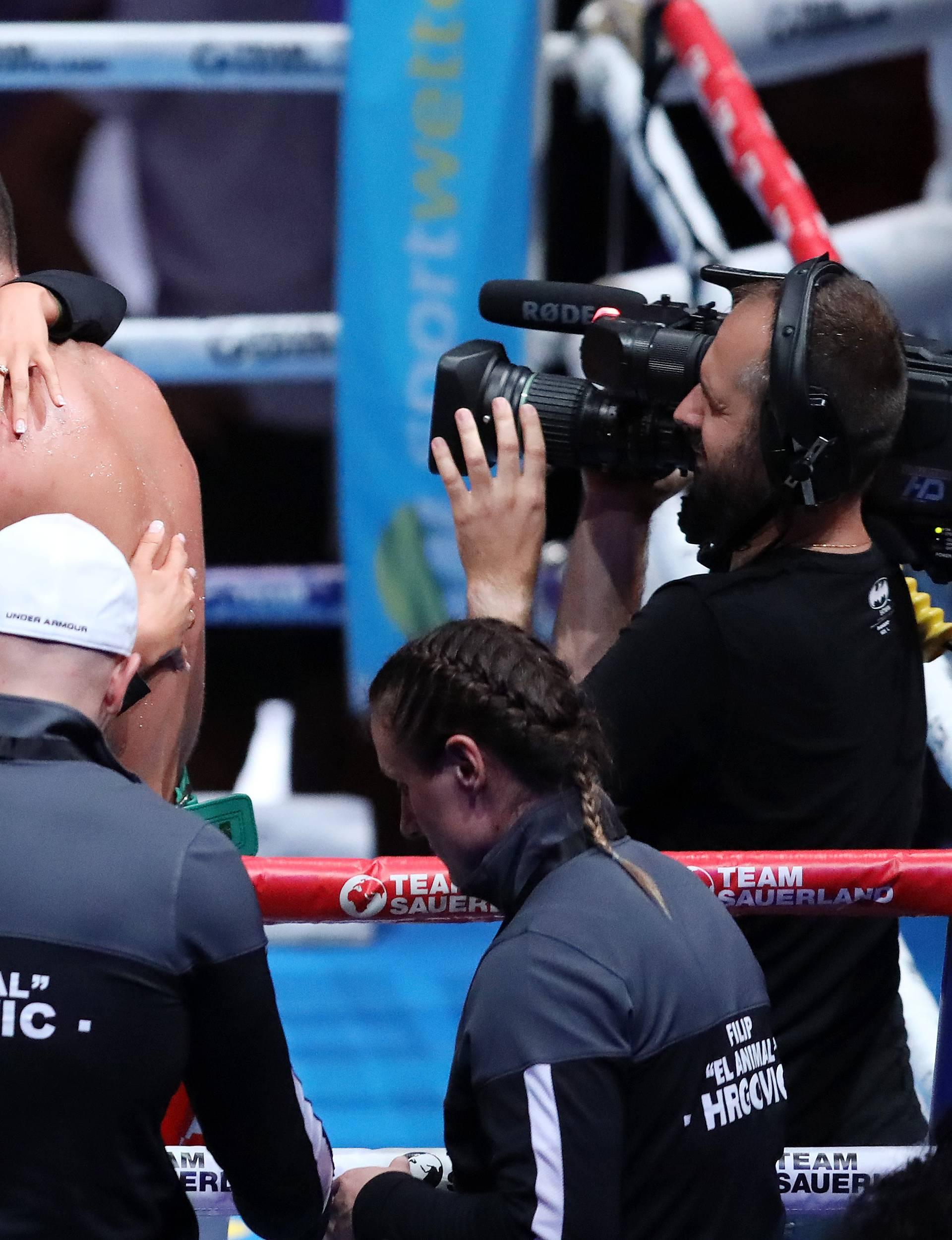 Pobjedničke puse: Hrgovićeva Marinela odmah utrčala u ring