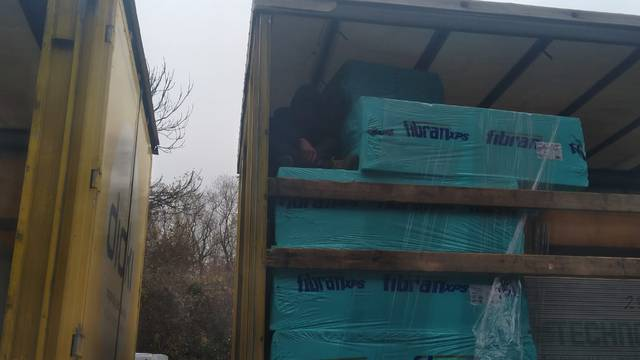 Migrant se sakrio u prikolici kamiona, stigao je do Zagreba