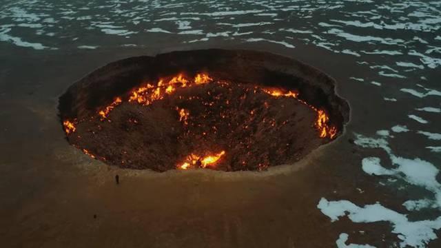 Vrata pakla: U pustinji iz koje stiže prljavi zrak gori krater...