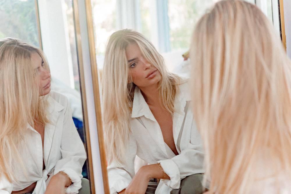 Makeover: Emily Ratajkowski postala je platinasta plavuša