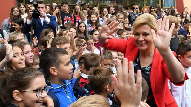 Kolinda učenicima na prvi dan škole: 'Vi ste budući premijeri!'