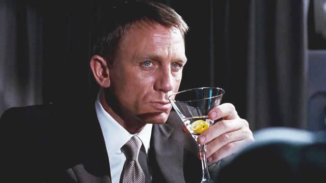 Moje ime je Bond, tajni agent James Bond i alkoholičar sam