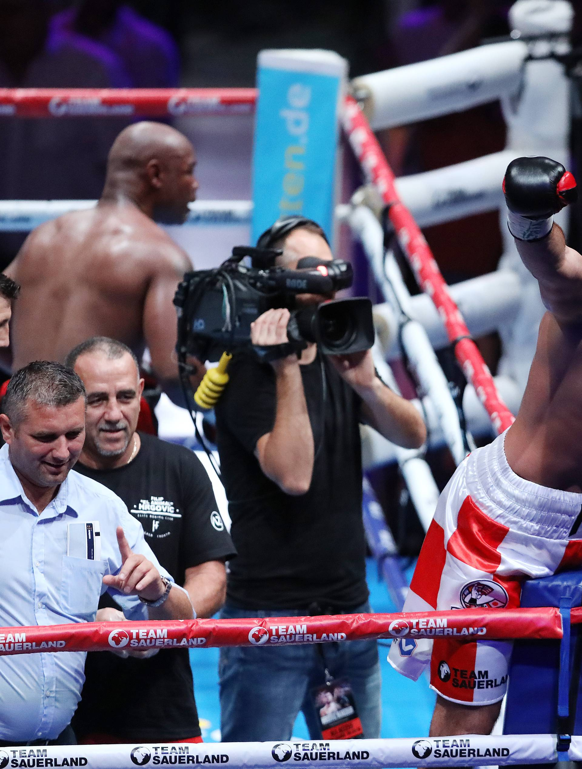 Kakav meč! Hrgović nokautirao Mansoura i postao WBC prvak!
