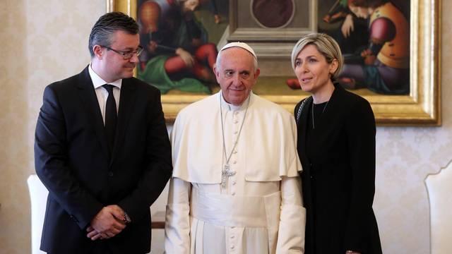 'Žena Tima Oreškovića je Papi čitala bukvicu zbog Stepinca'