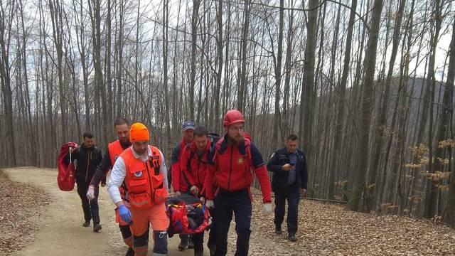 HGSS-ovci spašavali ozlijeđenog planinara na Papuku: Bio je s kolegama, pao i izgubio svijest