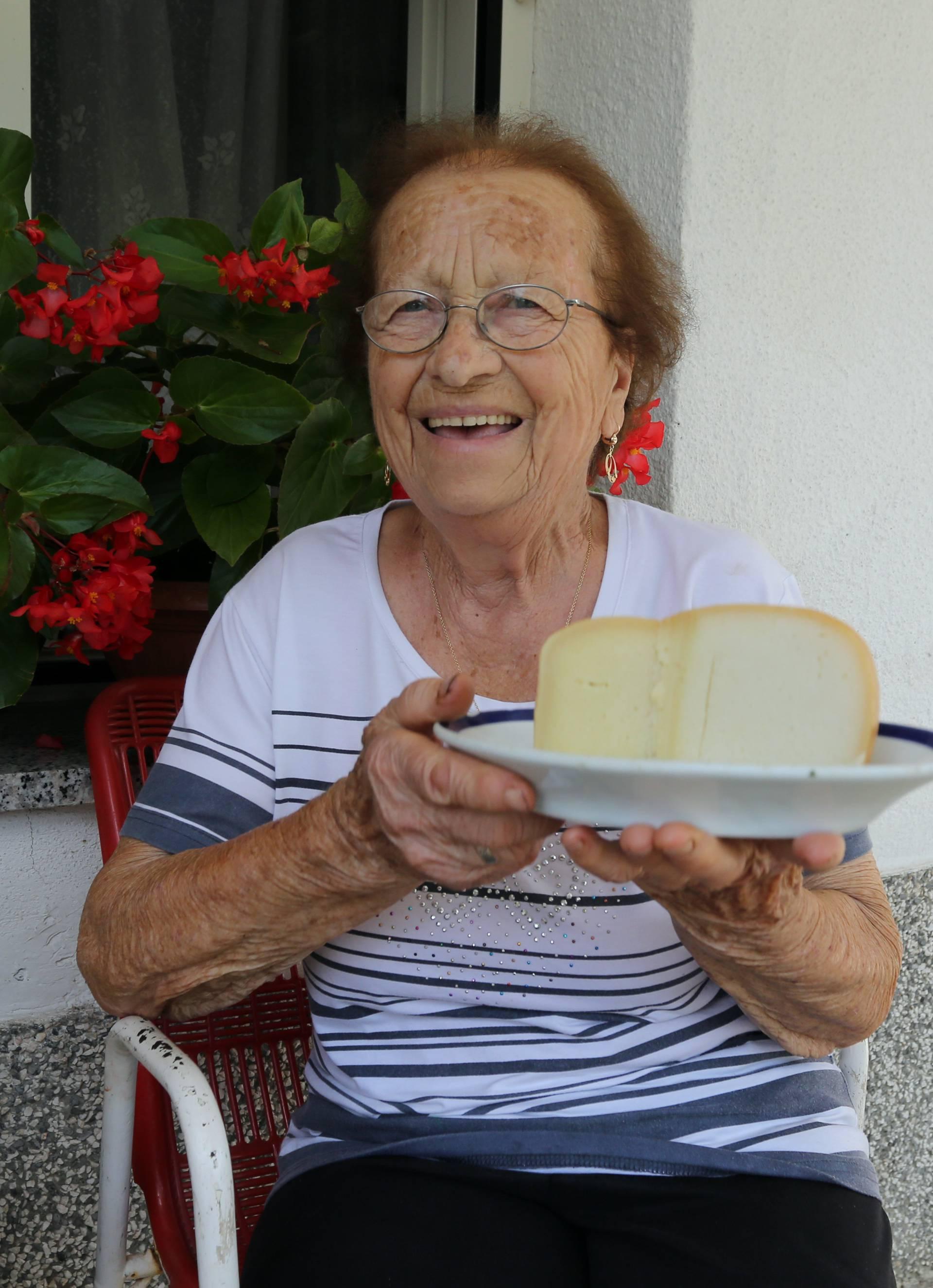 Superbaka Darinka (89): 'Ja sam mljekarica već 80 godina'